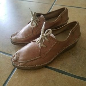 Clarks Shoes - Clarks Collection Women's Sz. 5.5 Wallabees Shoes